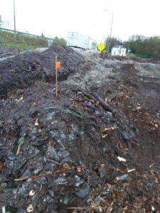 Gebroken colaflessen langs de A12 bij Maarn